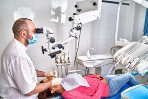 лечение зубов под микроскопом в Москве